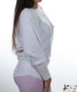 Fehér gyöngyös denevérujjú kötött női felső