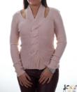Púder színű csavart nyakú női kötött pulóver