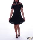 Fodros vállú fekete női ruha