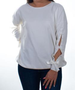 Törtfehér gyöngyös ujjú finomkötött női pulóver