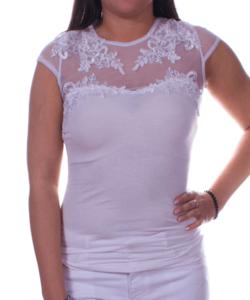 Fehér tüllbetétes csipkés női felső