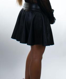 A-vonalú fekete női műbőr miniszoknya