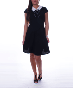 A vonalú fekete női ruha