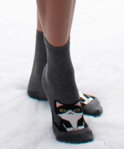 Sötétszürke kiscica mintás pamut zokni